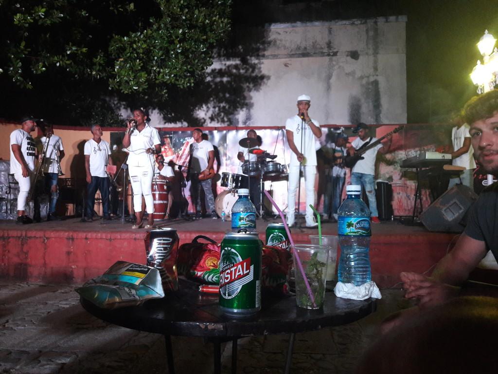 Live Musik und Tanz in Trinidad
