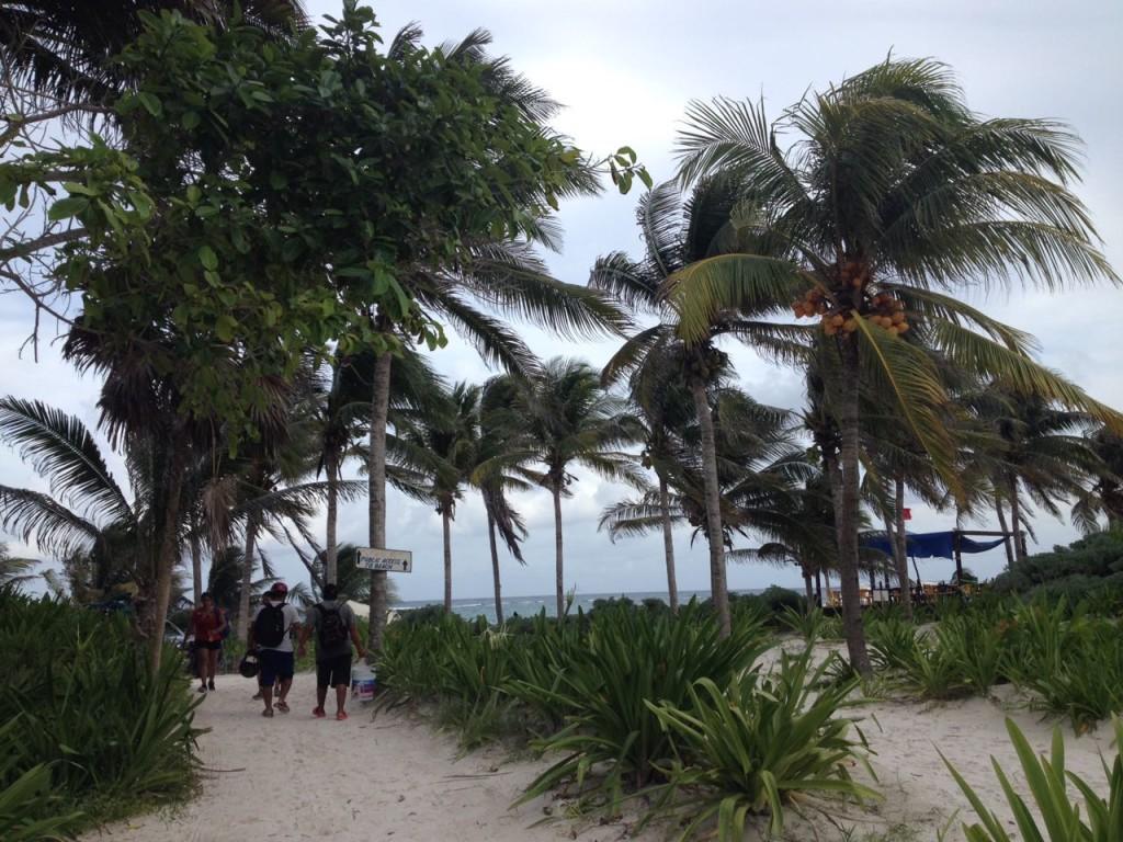 Auf dem Weg zum Strand von Tulum