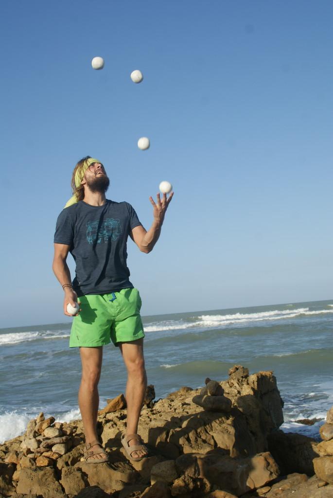 Jonglieren am nördlichsten Punkt Südamerikas (Punto Gallinas)